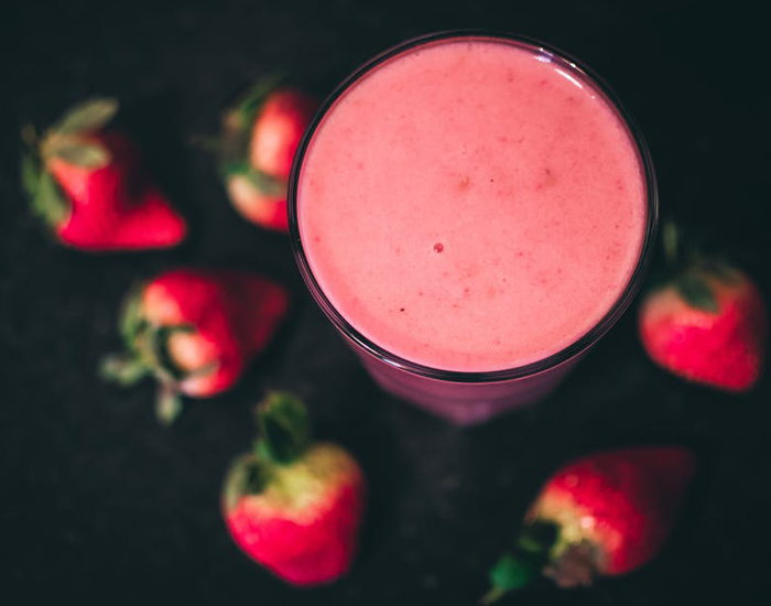 Strawberry Smoothie: 135 Calories - FITPASS